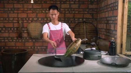 """厨师长教你:""""虎皮青椒""""的家常做法,不放油柴火慢煎,很开胃"""