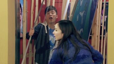 曾小贤和胡一菲塞鱼缸进电梯, 结果曾老师被卡住, 这下糟了!