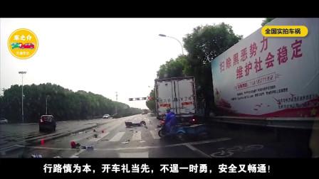 女司机下车不观察后方,惨被公交车挤压身亡!