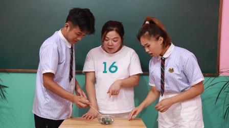 老师让学生们夹弹珠决定成绩没想到连学霸都做不到厉害了