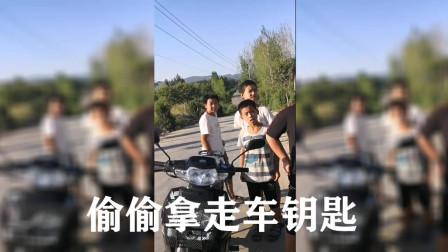 11岁熊孩谎称14岁偷骑爸爸摩托 还搭3小伙伴兜风