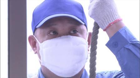 无法放弃:假扮清洁工,当的面偷听,而愣是没认出!