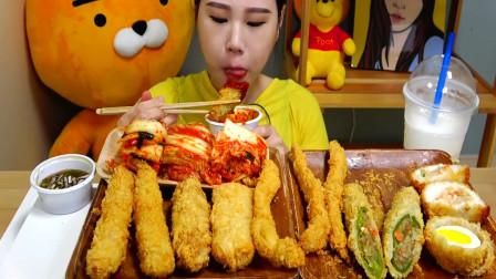 """韩国吃播:""""炸虾+炸鱿鱼+炸鸡蛋"""",搭配泡菜一起,卡妹吃得真香"""