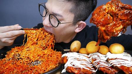 """韩国吃播:""""火鸡面+牙买加烤鸡腿+芝士球"""",吃得真香,我都馋了"""