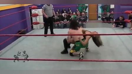 摔角比赛:比赛真的很不公平男子这么壮实,美女打不过被暴揍