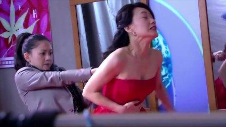 美女总裁为了博眼球,强行让下属帮她穿上束身衣!太拼了