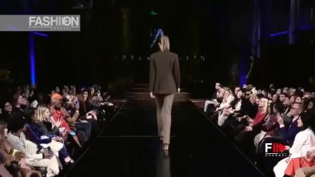 时装秀:衣服无扣子的设计,尽显时尚开放
