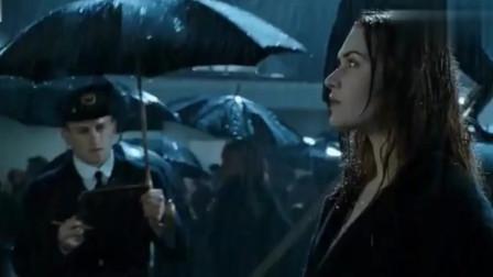 泰坦尼克号:露丝里逃生,为了记住杰克,当场把姓氏改成了他的