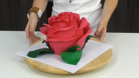 """大师做逼真""""玫瑰花蛋糕"""",花瓣一片一片摘下吃,真是太有创意了"""
