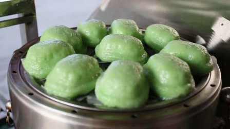 新鲜椰浆做的印尼乌龟糕,内馅塞满新鲜椰丝
