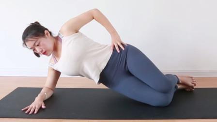 腰腹两侧赘肉多,简单1组瑜伽体式,小蛮腰蜜桃臂属于你!