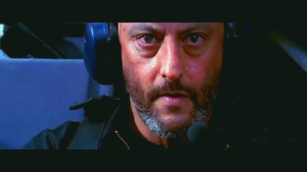碟中谍1:伊森爬出高铁,这样对付直升机,佩服编剧想象力!