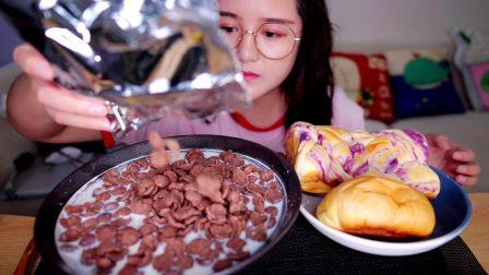 一起吃早饭呀~4袋牛奶泡谷物脆 肉松芋泥面包紫薯吐司 甜品 面包 南京 吃播 二又