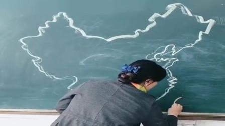 只用一支粉笔,画出这么精细的中国地图,肯定不是体育老师!