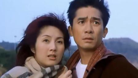 行运超人:大师给爱人拍照,海面出现龙卷风,把爱人的霉运吹散了