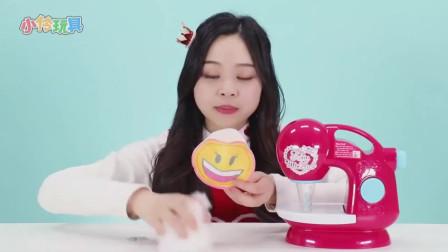 《小伶玩具》小伶姐姐做了一个可爱的笑脸人偶,太可爱了