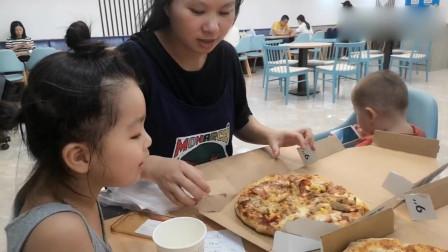 宝妈小北吃披萨,买一个12寸却被换成了两个9寸的,是亏还是赚?