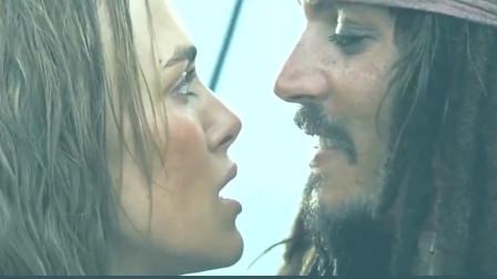 加勒比海盗2+伊丽莎白用美人计将杰克船长锁在船上+让他独自面对海怪+果然越美的女人心越狠啊!