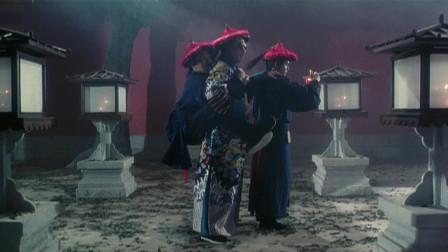 鹿鼎记:星爷刚来宫里,竟然被吴孟达吓的直接骑在人家身上,很是可爱!