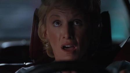 侏罗纪公园2:女司机尖叫飙车,潜能都被激发了,真是多亏霸王龙了!