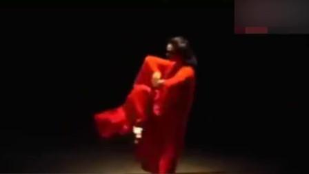 金星的舞技究竟有多好?一段舞火遍全世界,网友:理解你为何变性了