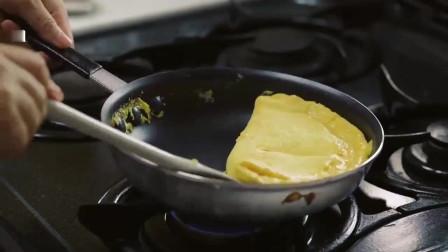 《韩国农村美食》厚厚的煎蛋,配上黑胡椒沙拉酱,是三明治的不错馅料
