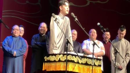 张云雷唱《风的季节》,孟鹤堂伴奏,九郎在后边听得认真