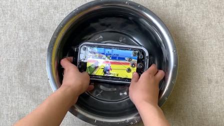 """79买的""""潜水手机""""开箱,上手那一刻:我去,这货能水中吃鸡?"""