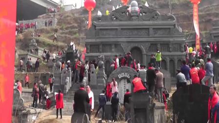 云南镇雄祭祖,祖坟高8米宽9米,霸气侧漏