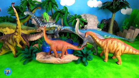 恐龙园,野生玩具近距离展示,多种恐龙喝水,制作绿色假山水池,亲子互动悠悠玩具城