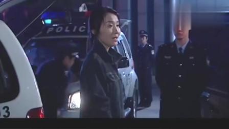 混混砸了姑娘的车,不料姑娘是退伍特警,直接暴揍混混,真过瘾