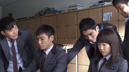 同窗生:新来的转校生白天任由同学欺负,晚上就会显现真正的身份:一名顶级