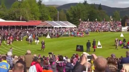 首都晚间报道 2019 英国女王携王室成员出席苏格兰高地运动会
