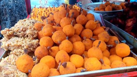 去孟加拉国旅游,实拍达卡的美食街,东西看起来都好好吃啊!