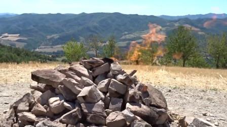 1.2米小火山 日夜不停喷火焰