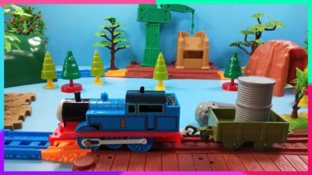 灵犀小乐园之玩具开箱 托马斯小火车从东海岸运输木材木炭