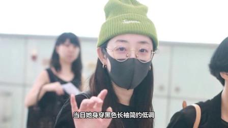 """蒋梦婕黑白look时尚简约,头戴""""原谅色""""毛线帽个性十足"""