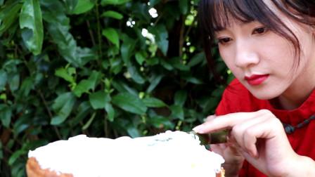 姐姐做的蛋糕虽然不是最漂亮的,但一定是吃过最难忘,最好吃.