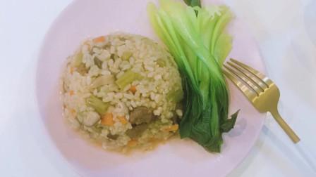 减脂餐:杂蔬牛肉+糙米饭