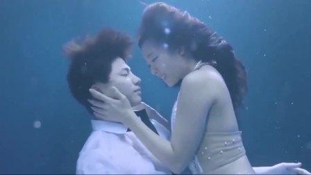 演技派,美人鱼看中人类男子,下秒男子意外落水,这一幕是童话吧