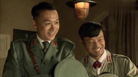 民兵葛二蛋:葛二蛋一身汉奸打扮,麦子把他介绍给兄弟们,这形象也太搞笑了