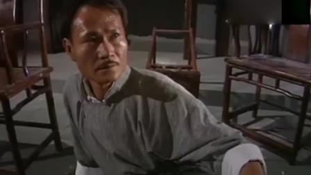 僵尸道长2:对蛾妖出手,却伤到了自家徒弟,林正英掏出法器!