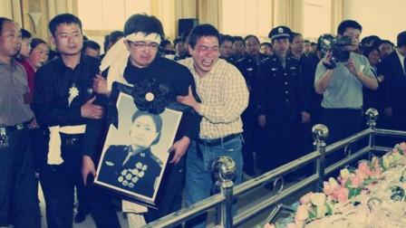 任长霞牺牲时年仅40,葬礼14万人自发送行,17岁的儿子如今在哪?