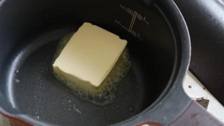 《韩国农村美食》黄油炒面粉,裹上鸡蛋做成沙拉酱,很美味
