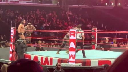 wwe 摔角一对三强弱不等赛WWE现场版人间怪兽布朗遭德鲁巴比独狼暴虐