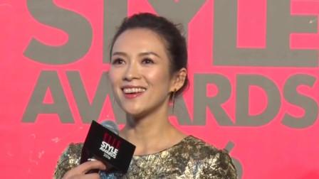 章子怡减龄装亮相70周年电影献礼活动 梳丸子头露浅笑