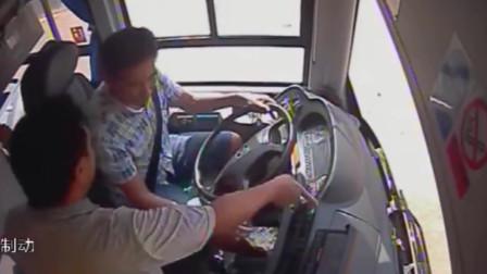 刑拘!男子乘公交拒不投币 当女儿面2次抢夺方向盘