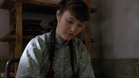 杨立春在伊莉莎的工作室刻画,但是一想到孩子他就犯愁