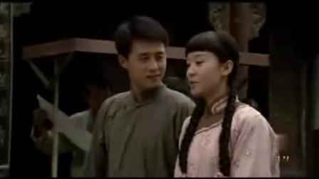 走西口:田青给豆花戴上耳环,豆花非常高兴!