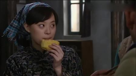 小姨多鹤:小环边吃饭边教训孩子,还说多鹤太惯孩子们!